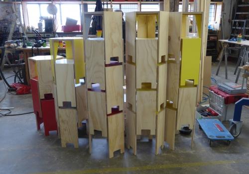 ontwerp tafels en krukjes voor projectruimte